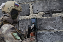 obnarujzenie lyudey za stenami po dvijzeniyu i dihaniyu RO-900